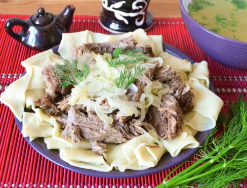 Праздничное азиатское блюдо бешбармак