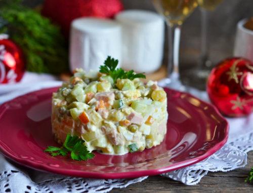 Новогодний салат Оливье с ананасом
