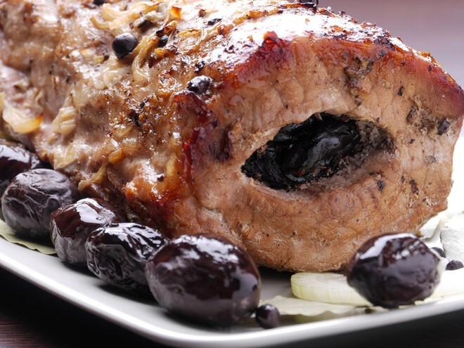 Праздничная свинина с пряными сливами
