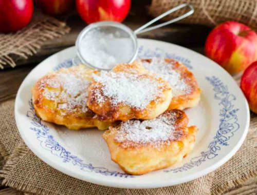 Оладушки из яблок: вкусный летний завтрак