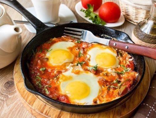 Освежающий завтрак: израильская яичница с лаймом
